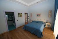 Das Doppelbett im Schlafraum. - Bild 10: Giardino dei Colori - Schöne moderne 6 Pers. - Ferienwohnung am Gardasee