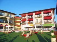 Blick Richtung Seitengebäude. - Bild 4: Giardino dei Colori - Schöne moderne 6 Pers. - Ferienwohnung am Gardasee
