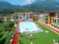 Die Innenansicht mit Pool. - Bild 1: Giardino dei Colori - Schöne moderne 6 Pers. - Ferienwohnung am Gardasee