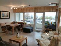Durch 2 Fensterseiten sehr helles Wohnzimmer. - Bild 4: Groemitz-Villa am Meer - Seeblick Ferienwohnung