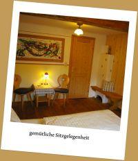 Sitzecke mit Ofen - Bild 4: Zimmer im Haus Kreidl in Bad Aussee, im Salzkammergut, Austria