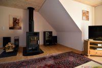 Der gemütliche Wohnraum mit Blick auf den Kamin - Bild 4: Ländliche Fewo nahe der Nordsee, ideal für Umgebungsausflüge
