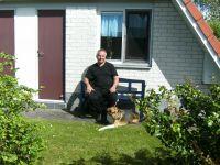 Ich bin Walter Baltz und vermiete familienfreundliche Ferienhäuser mit sehr viel Komfort, in denen Urlaubsgäste mit Hund herzlich willkommen sind.  Ich habe immer wieder feststellen müssen, das ein schönes FH mit gutem Komfort für Urlaubssuchende mit Hund schwierig ist. Das Waldhaus Nr. 75 wurde eingerichtet, so wie wir uns ein angenehmen Urlaub vorstellen. ANKOMMEN - WOHLFÜHLEN - ERHOLEN -  Mein Urlaubstipp? Das Weserbergland zu erkunden macht einfach nur - SPAß -, die Gegend ist sooo ABWECHSLUNGSREICH. Deshalb empfehle ich - RADFAHREN auf Schienen - ! Auf 18 Kilometern geht es durch die reizvolle Landschaft des Extertals, vorbei an Wiesen und Feldern. - Bild 1: Waldhaus in Weserbergland/Extertal bis 5 Personen-mit Sauna.Hund erlaubt.