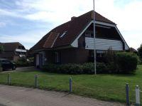 Hausansicht: Eingangsseite und Südseite (Loggia) - Bild 1: Fewo Hoogen im Nordseeheilbad Friedrichskoog-Spitze. 150 m bis zum Strand.