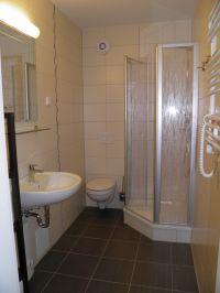 Bad mit Dusche, Handtuchtrockner und wie die übrige Wohnung mit Fußbodenheizung - Bild 4: Ferienwohnung Buhnenkieker-Graal-Müritz-Ostsee
