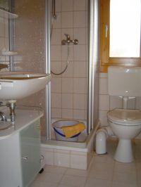 Duschbad mit WC. - Bild 7: Urlaub im Blockhaus - Ruhe und Natur für Mensch und Hund