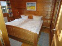 Komfortables Doppelbett im Schlafzimmer. - Bild 4: Urlaub im Blockhaus - Ruhe und Natur für Mensch und Hund