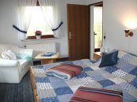 Hier das Doppelzimmer im Erdgeschoß - Bild 1: Ferienhaus LUKAS (vorm. Holl) in Dornum
