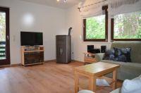Das Wohnzimmer mit Sat-TV und Pelletofen für herrliche Wärme an kalten Tagen. - Bild 13: Ferienhaus Eifelröschen - wenn Sie das Besondere lieben