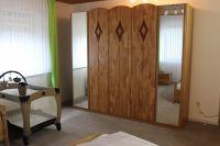 mit großem Schrank und Baby-Bett - Bild 10: Ferienwohnung EifelNatur 4 - komfortable 4-Sterne FeWo in ruhiger Lage