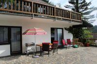 mit Gartenbestuhlung und Grill - Bild 4: Ferienwohnung EifelNatur 4 - komfortable 4-Sterne FeWo in ruhiger Lage
