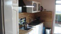 Die Küche ist eine Wohnküche direkt im Wohnzimmer. Kühlschrank mit Gefrierfach, Geschirrspüler, Herd mit Backofen, Kaffeemschine, Wasserkocher. - Bild 7: Ostsee bei Grömitz, Lübecker Bucht, Meersicht, Hunde willkommen