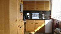 Hier ein Blick in die Küche, welche sich direkt am Wohnzimmer befindet. Ceranfeldherd mit Backofen, Geschirrspüler, Kühl- Gefrierkombi, Mikrowelle, Wasserkocher, Toaster, Kaffeemaschine und was man eben alles so braucht in einer Küche. - Bild 7: Top-Ferienhaus Ostsee Meersicht Hunde Nahe Grömitz