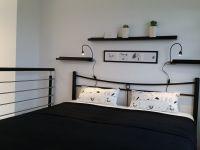 """Bequemes Doppelbett mit Traumblick auf die Berglandschaft - Bild 10: Ferienwohnung """"AussichtsReich"""" - Maisonette für 2-3 Personen und Hund"""