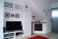 """Schrankwand mit Kleiderschrank, LCD-TV, DVD-Player, Radio, CD-Player, Spielesammlung etc. - Bild 1: Ferienwohnung """"AussichtsReich"""" - Maisonette für 2-3 Personen und Hund"""