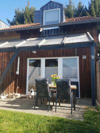 Außenansicht mit Garten und Terrasse - Bild 1: Ferienhaus Waldhäuschen Zandt- Bayerischer Wald