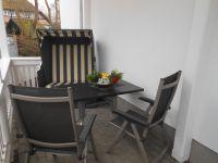 Terrasse mit Strandkorb am Wohnbereich - Bild 4: EG FEWO in Göhren 200m zum Strand, Terrasse, WLAN!!