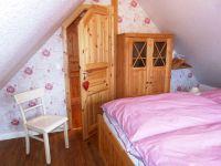 Schlafzimmer mit Doppelbett - Bild 7: Ferienhaus im Oderbruch - 2 Schlafzimmer - WLAN - Garten mit Grill
