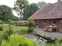 """die Terrasse mit dem angrenzenden  Gartenteich - Bild 4: Für die schönste Zeit im Jahr """"Landhaus Angyal"""" Hunde Willkommen"""