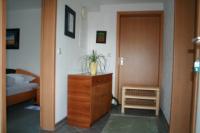 einen seperaten Eingang zur Ferienwohnung und Flur, - Bild 4: Ferienunterkunft für 2 Personen, mittlere Schwäbische Alb, ländlich.