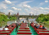 Man kann schöne Bootsfahrten auf dem Main machen - Bild 13: Ferienwohnung Würzburg, hochwertig eingerichtet für bis zu 6 Personen