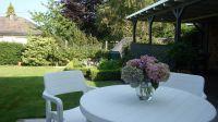 Garten mit Liegewiese, ausgestattet mit Liegen sowie Gartenmöbel - Bild 13: Ferienwohnung Sonnet im Naturpark