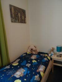 der vollwertige Sessel, mit Lattenrost und Matratze, bietet einen zusätzlichen Schlafplatz im Schlafzimmer - Bild 7: FeWo Möwenkoje Strandlage Cuxhaven Duhnen Hunde & Kinder willkommen