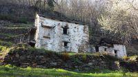Eines von vielen Zeugnissen einer intensiven Vergangenheit: 3-stöckiges Stallgebäude von 1899 auf nun einsamer Alm mit umfangreichen Terrassierungen - Bild 19: Sonnig und ruhig gelegenes Ferienhaus in Orasso (Cannobiner Tal)
