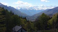 Nordwestlich vom Cannobiner Tal liegt das Vigezzotal. Von der Alpe Blitz im Vordergrund sieht man noch weiter westlich die hohen Berge des Monte Rosa - Bild 19: Sonnig und ruhig gelegenes Ferienhaus in Orasso (Cannobiner Tal)