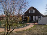 Edeka ist 3 Minuten vom Ferienhaus entfernt - Bild 1: Friesenhaus Elke 2-5 Personen, Urlaub mit Hund,eingezäunten Garten.